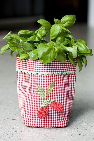 Tygpåse med handtag - virkade jordgubbar