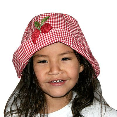 Solhatt med jordgubbar