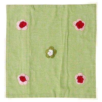 Kuddfodral - vårgrön - med virkade blommor