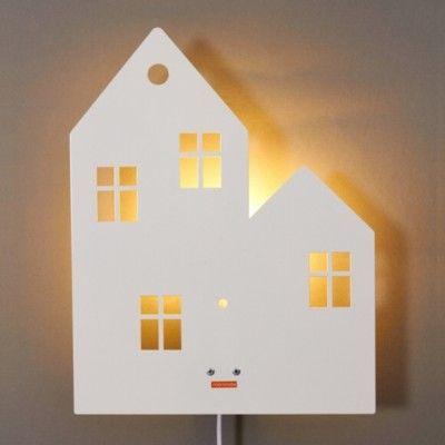 Vägglampa - hus - vit - roommate