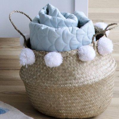 Förvaringskorg - Belly Basket med vita pom poms - Cam Cam