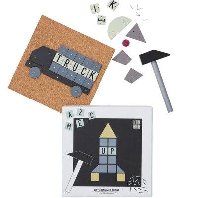 Hammare och spikset med bokstaver, grå - Design Letters