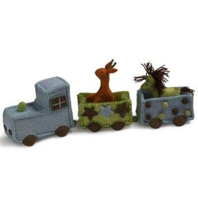 Tåg med vagnar med djur i tovad ull