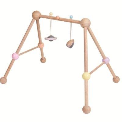Babygym i trä - med leksaker - PlanToys