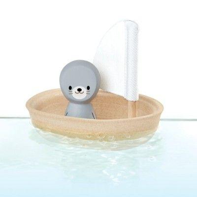 Badleksak - Segelbåt i trä - säl - ekologisk från PlanToys