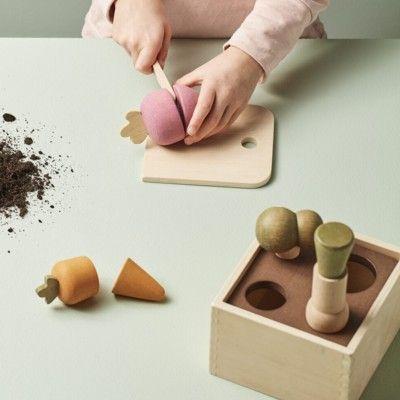 Plocklåda i trä - Grönsaksodling - Kids Concept