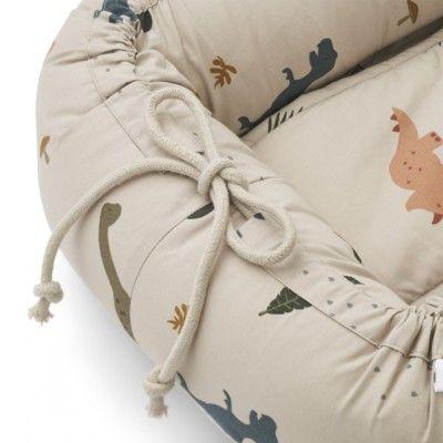 Babynest - cozy nest - Dino dark sandy mix - ekologisk från Liewood