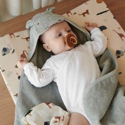 babyhandduk med luva - Albert Hippo dove blue - Ekologisk från Liewood